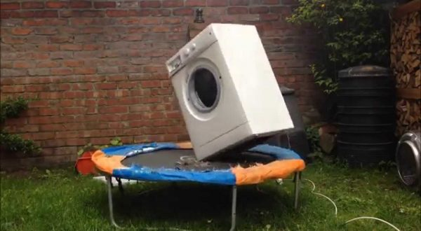 kaj-se-zgodi-ce-v-pralni-stroj-d