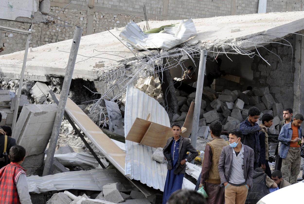 Savdsko Arabijo pri okupaciji Jemna podpirajo ZDA z orožjem. Na sliki  tržnica, ki so so jo avgusta zrušili savdijski zračni napadi (foto:Profimedia)