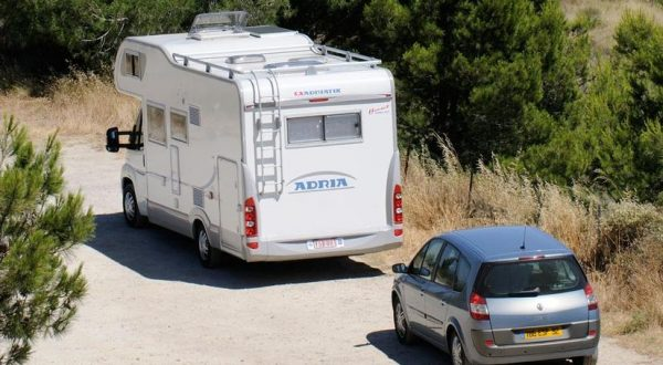 Motorhome parked with an outlook of vines in the wine region of Languedoc close to Beziers in the South of France EU, Image: 78763915, License: Rights-managed, Restrictions: , Model Release: no, Credit line: Profimedia, Alamy