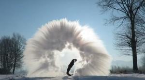 Pri -30 stopinj Celzija v zrak vrgel vrelo vodo