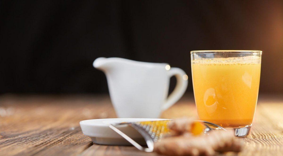 Napitek s čarobnimi sestavinami, ki krepijo imunski sistem in ščitijo pred prehladom