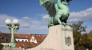 poškodovali več spomenikov v Ljubljani