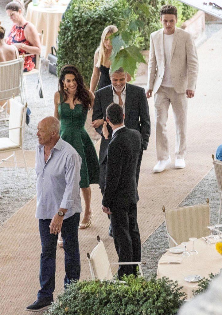 Amal Clooney v zeleni obleki 5
