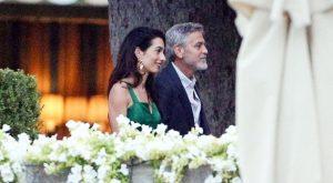 Amal Clooney v zeleni obleki 1