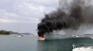 požar na barki