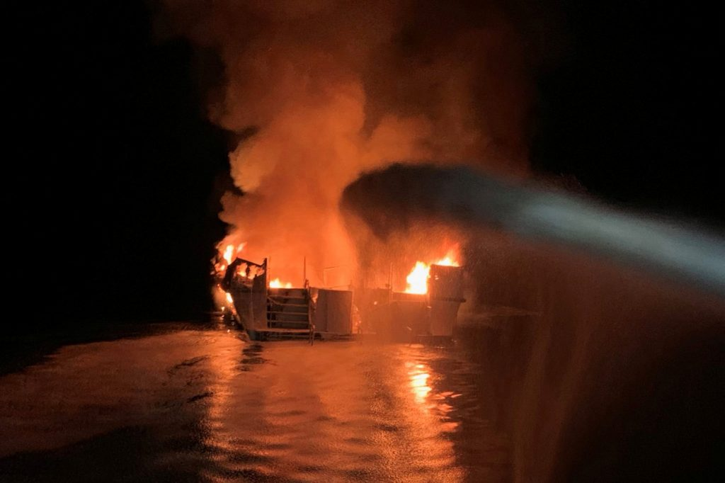 požar pred obalo kalifornije