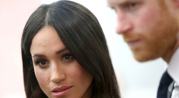 princ harry meghan markle tožba