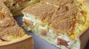 jabolčna pita z vanilijevim pudingom