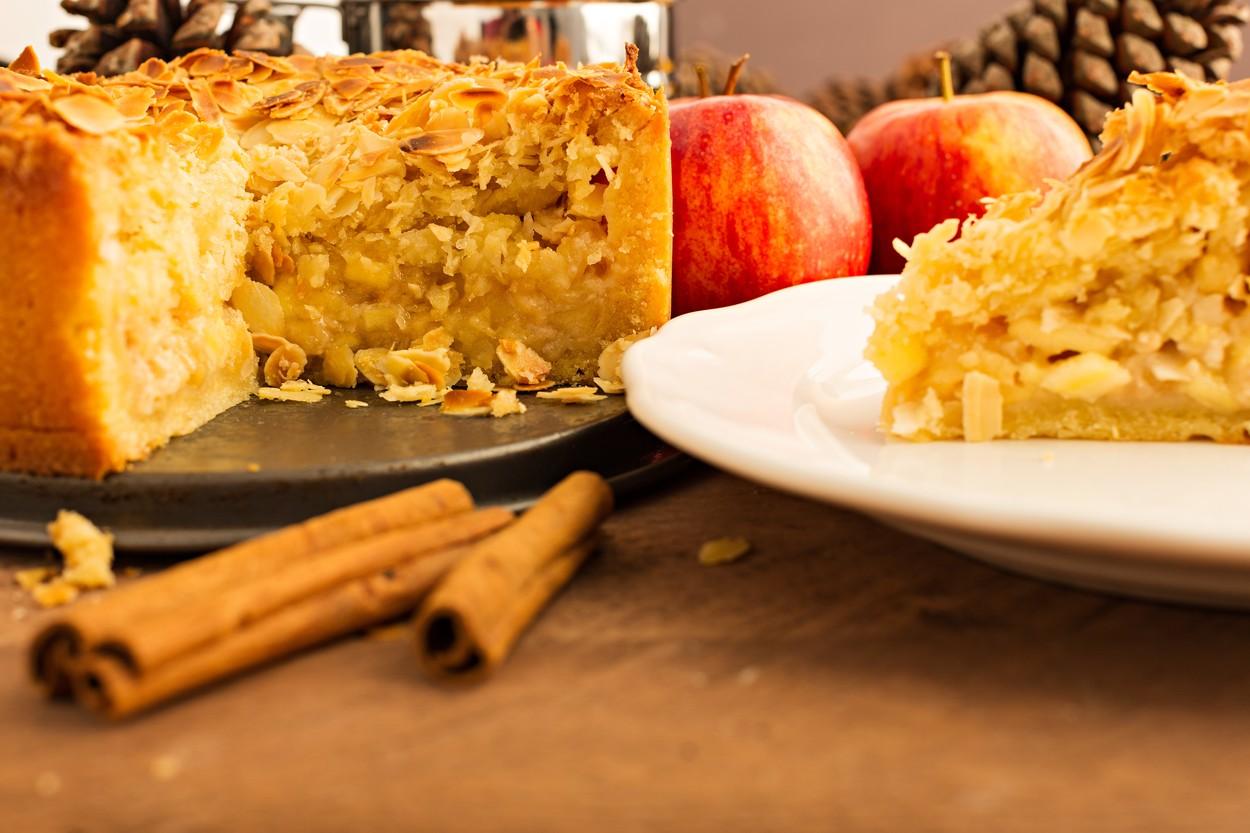 torta iz jabolk in kruha