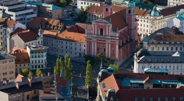 ukrepi za preprečevanje širjenja epidemije koronavirusa v Sloveniji.