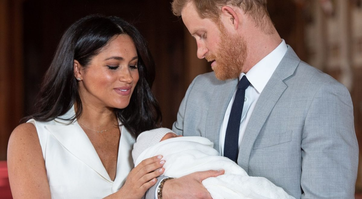Je Meghan nosila lažen nosečniški trebušček?