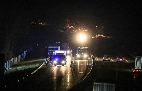 Prometna nesreča na štajerski avtocesti, tovornjak prebil varovalno ograjo