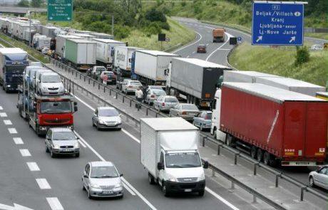 Totalen kaos na cestah: proti Hrvaški nastal 13-kilometrski zastoj