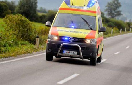 V prometni nesreči pri Podvelki ena oseba umrla, dve poškodovani