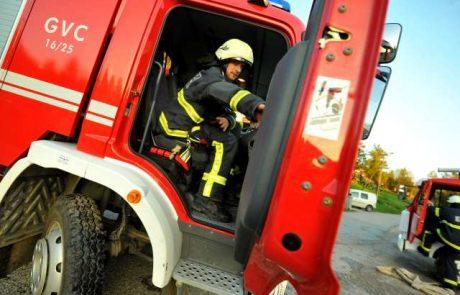 V Kopru gasilci med gašenjem požara našli truplo moškega