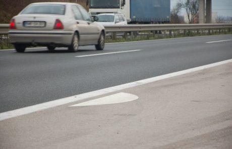 SAJ NI RES; PA JE: Voznik na prehitevalnem pasu štajerske avtoceste menjaval pnevmatiko!