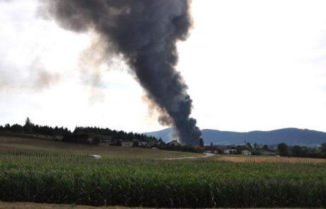 Gasilci ponoči nadaljevali gašenje požara v Zalogu, do večera nameravajo končati