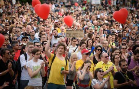 Večtisočglava množica na Trgu republike v en glas zahteva konec politike sovraštva