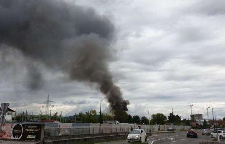 Na območju Stegen izbruhnil požar, nad Ljubljano se vije gost dim