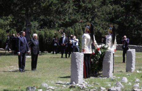 Pahor s poklonom spornemu obeležju razburil javnost na obeh straneh meje