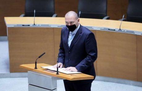 Neposlušnega ministra, ki se oklepa stolčka, bodo obravnavali organi stranke DeSUS