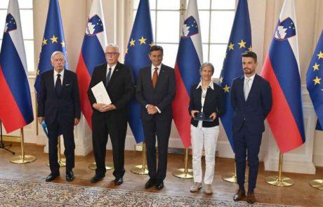 Pahor danes podelil državna odlikovanja za posebne zasluge Zedinjeni Sloveniji, srčnemu kirurgu Radovanoviću in izumitelju Florjančiču