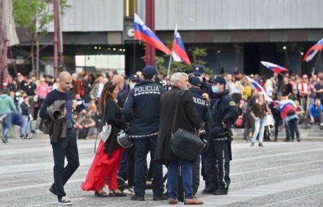 Nasprotniki vladnih omejevalnih ukrepov znova po ljubljanskih ulicah, policija proti njim uporabila vodni top