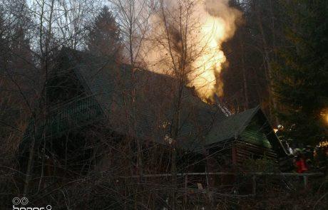 FOTO: Gasilci zadnji dan v letu z veliko dela, gorela hiša v okolici Maribora