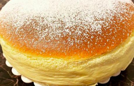 Svet je ponorel za to puhasto torto iz samo treh sestavin. In mi imamo recept!