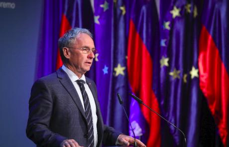 Minister Hojs nepreklicno odstopil
