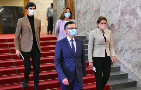 """Šarec napovedal ustavno obtožbo predsednika vlade: """"Ali je šlo za špekulacije s cenami ali željo podaljševati epidemijo v nedogled?"""""""