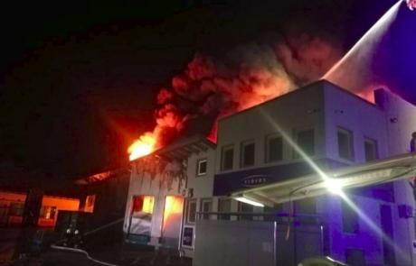 V Trebnjem zagorela objekta podjetij Treves in Riko, bližnje prebivalce so evakuirali
