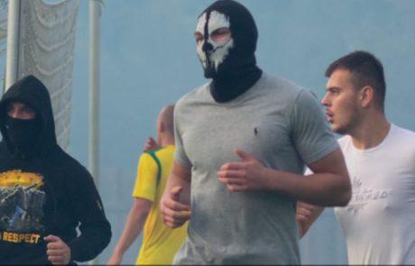 Prepoznate nasilneže, ki so vdrli na nogometno tekmo v Škofji Loki?