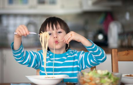 Hrana ni za tjavendan: Otroke je treba naučiti odgovornega odnosa do hrane