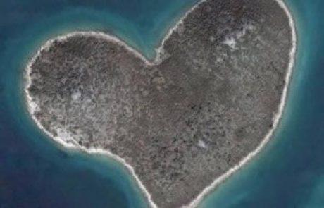 Najpopolnejši otok v obliki srca čisto blizu nas!