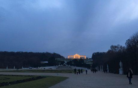 Dunajski dvorec Schönbrunn lani obiskalo več kot štiri milijone obiskovalcev