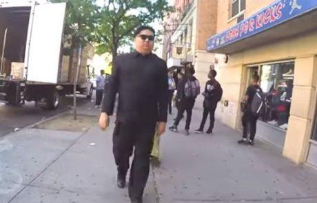 Preoblekel se je v Kim Jong-un-a in se sprehodil po ulicah New Yorka: Poglejte reakcije ljudi