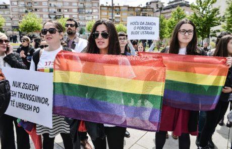 Prve parade ponosa na Kosovu se je udeležil tudi predsednik Thaci