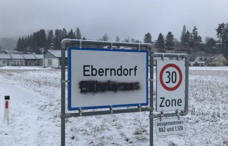 Policisti ujeli člana avstrijskih svobodnjakov, ki sta popackala slovenske krajevne oznake