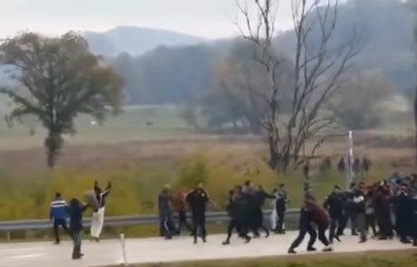 Posneli hrvaške policiste, ki migrante nezakonito preganjajo iz Hrvaške v BiH