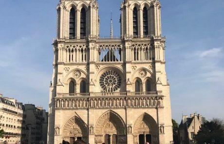 Ta fotografija znamenite katedrale Notre Dame je postala viralna, in takoj vam bo jasno zakaj