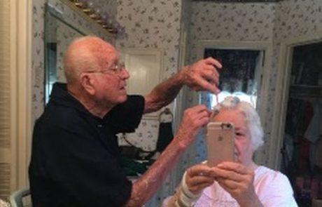 Fotografija, ki je navdušila svet: Stara zakonca pokazala, kaj je prava ljubezen