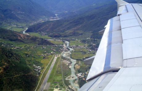 VIDEO: Noro, to vidi pilot med pristankom na najnevarnejšem letališču sveta!