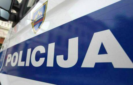 Mlad moški v Novem mestu napadel policiste in dva poškodoval