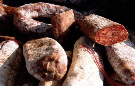 Sporno meso iz Avstrije doslej pri šestih slovenskih ponudnikih, ki so jih že umaknili iz prodaje
