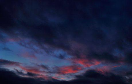 Vreme: Ponoči se bo prehodno oblačnost trgala, zjutraj bo po kotlinah osrednje Slovenije megla
