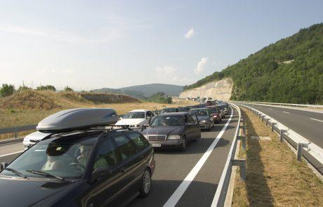 Na primorski avtocesti med Brezovico in Vrhniko močno povečan promet, zastoji tudi na meji s Hrvaško
