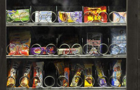 Avtomati s hrano in pijačo priročna, a ne vedno zdrava in cenovno ugodna izbira