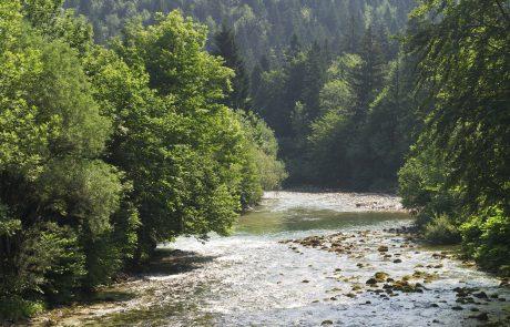 Eko krog ministra Vizjaka vabi na spust z raftom po reki, ki jo želi uničiti
