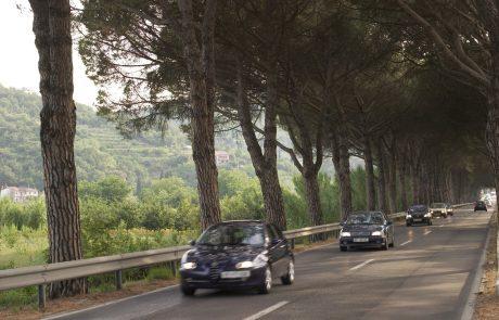 Slovenci se najraje od vseh prebivalcev EU na potovanje odpravijo z avtom